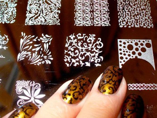 Делаем трафареты для ногтей своими руками