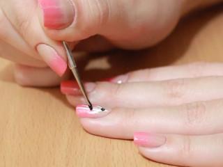 Нанесение рисунка на ногти