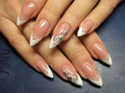 Нарощенные ногти формы «стилет»