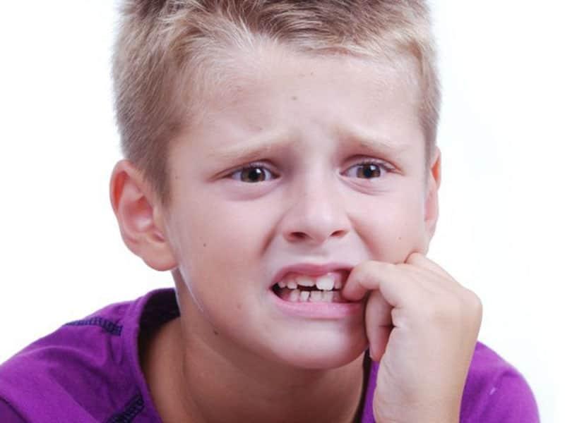 Как отучить подростка грызть ногти