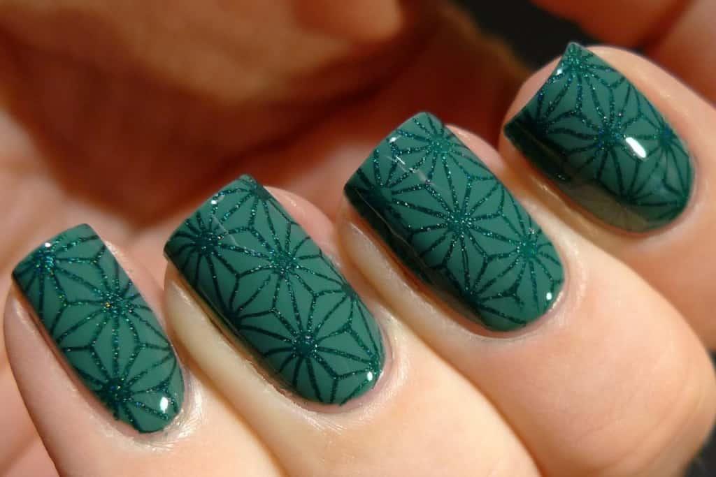 Маникюр в зеленом цвете
