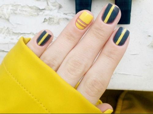 Как нарисовать полоски на ногтях