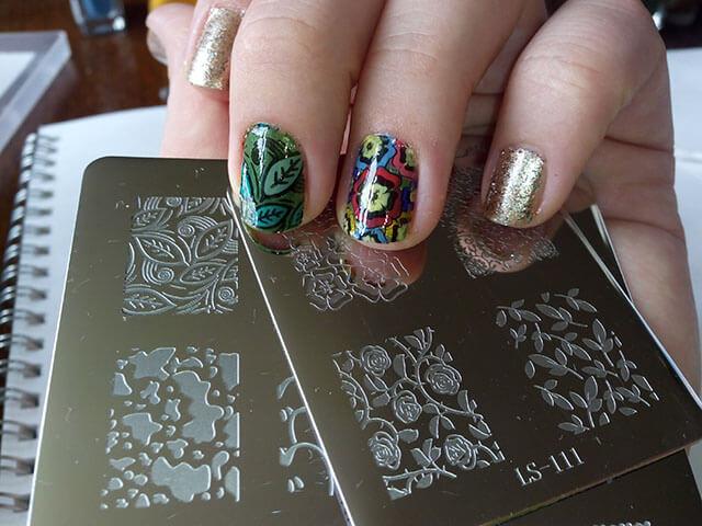 Что такое стемпинг для ногтей и как выглядят пластины