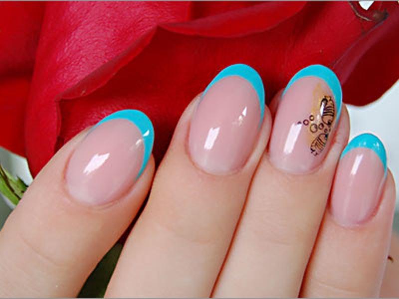 Яркий летний маникюр на короткие ногти
