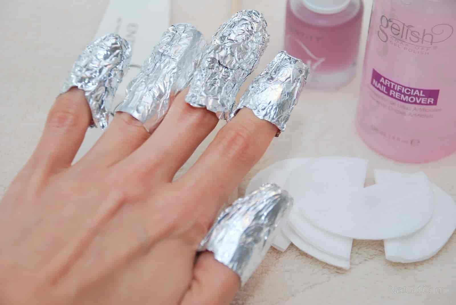 Процесс снятия гель-лака с ногтей