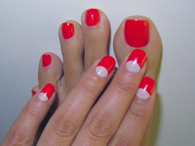 Красно-белый маникюр на короткие ногти