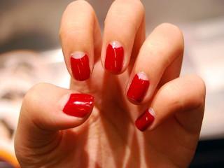 Нанесение лака на ногти