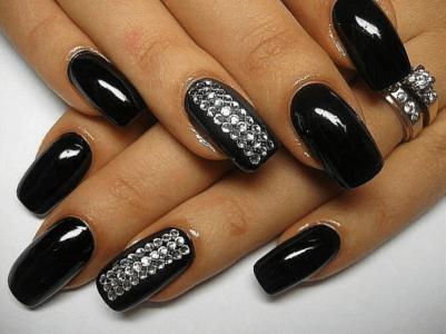 Если нанести шеллак правильно, ногти будут идеальными до двух недель