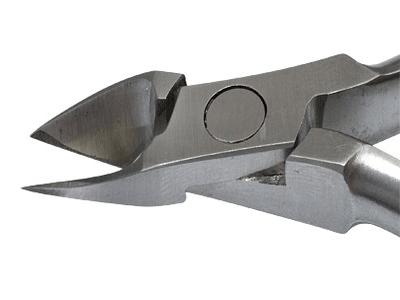 Следует отдавать предпочтение инструментам для педикюра, сделанным из качественной нержавеющей стали