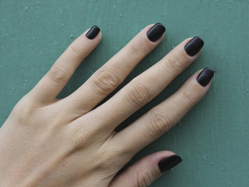 Шеллак и легкий черный дизайн
