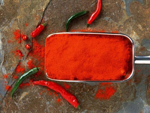 Активный компонент маски для ногтей с красным перцем.